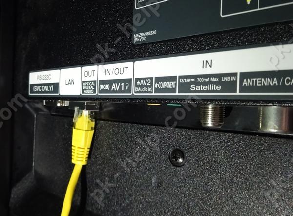 Фотография Подключение сетевого кабеля к телевизору.